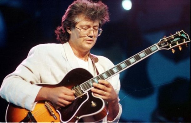 18 10 1991     ESPECTACULOS        LARRY CORYELL NEG 65393