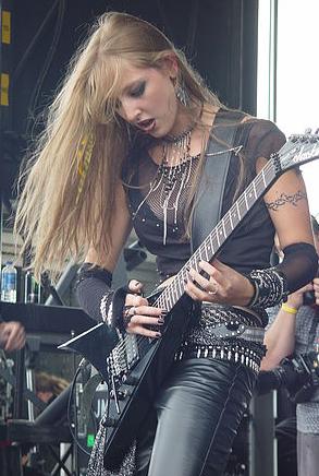 Britt Lightning 03