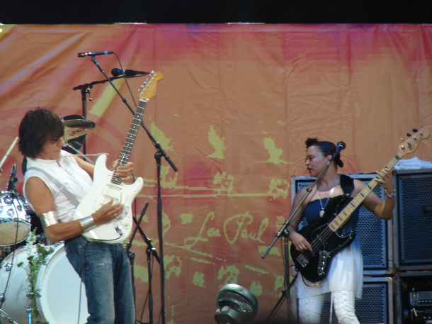 Rhonda Smith & Jeff Beck.jpg